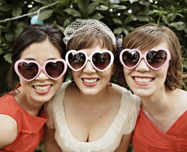 bridesmaids-in-heart-shaped-sunglasses