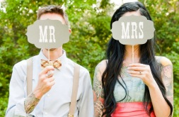 creative-wedding-ideas-from-etsy-mr-and-mrs-decor-photobooth-props.full